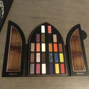 Kat Von D Makeup - Limited Edition KVD Saint & Sinner Palette